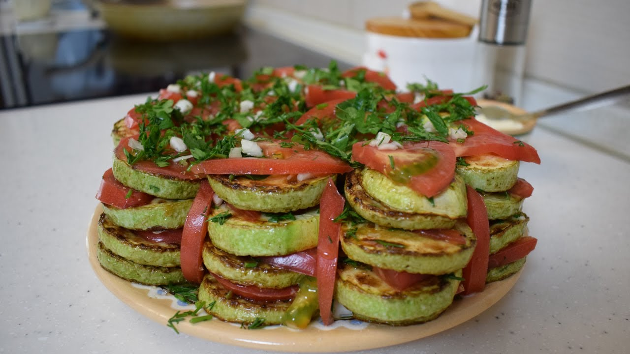 Жареные кабачки с майонезом и помидорами - Рецепт с фото