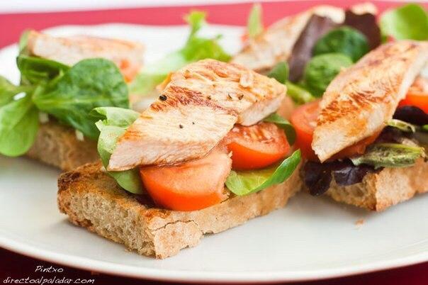 Как приготовить бутерброд с курицей и помидором