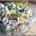 Салат из красной фасоли, брынзы, копченой колбаски и шпината, пошаговый рецепт с фото