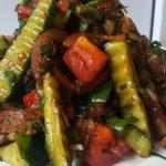 Салат с помидорами и говядиной