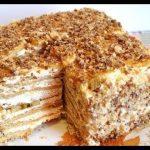 Торт из галетного печенья без выпечки и с фруктами
